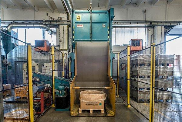 macchina per la lavorazione dei metalli industriali
