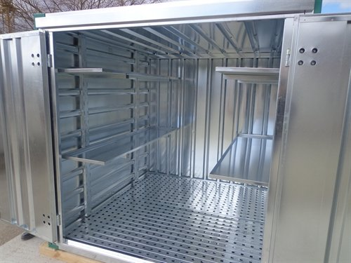 Container with steel grate floor