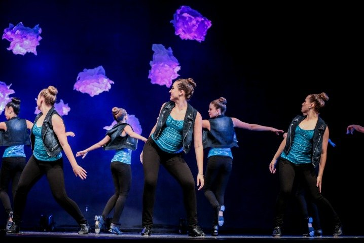 Six dancers with blue shirts