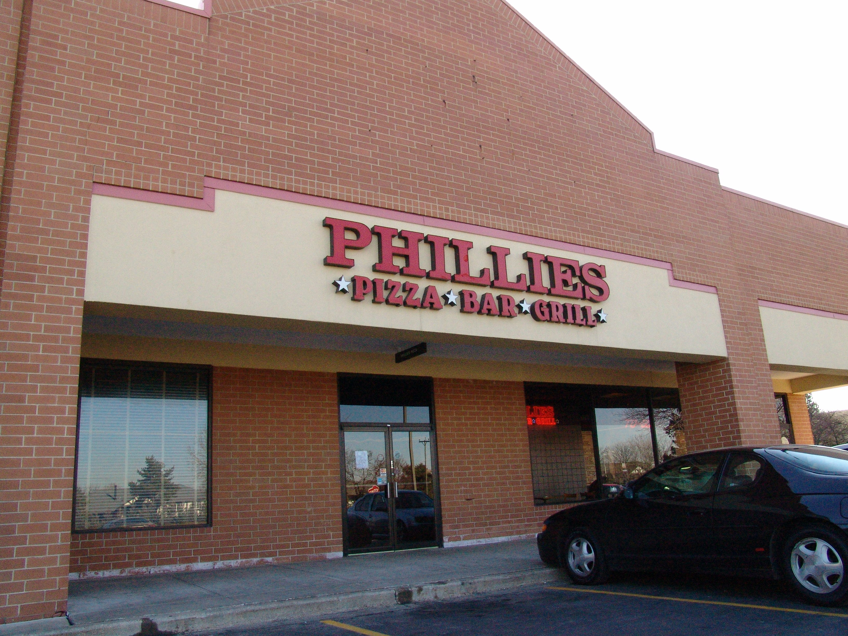 Phillies Pizza Bar & Grill - Willowbrook, IL