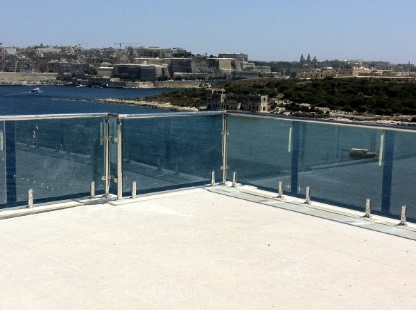 Steel Spigot Glass Railings